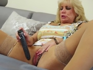 Older women swowing off and playing with their dirty cunts