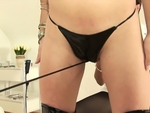 Unfaithful british mature lady sonia flashes her big puppies