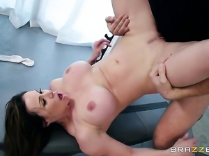 Brunette Kendra Lust makes a dirty dream of