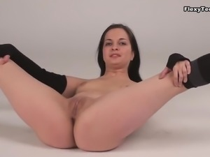Gorgeous Russian starlet Inna Akkorova shows off her twat to the cam