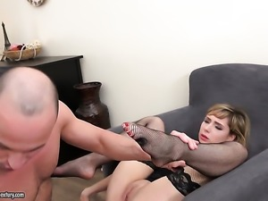 Blonde gets a good love box fuck
