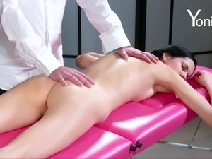 Sexy Mia adores being fingered by a guy who craves her pussy