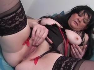 Kinky mature wench likes fingering her dripping wet cunt