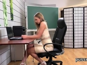 Kissable czech sweeties stretch their arses with anal plug a