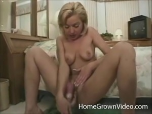 Vintage cutie gets her mouth and her cunt filled by a pair of cocks