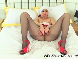 British milf Tracey Lain fingers her pussy and arse