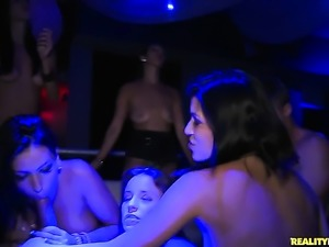 Brunette Dani Daniels gets her hole stretched by lesbian Oceana