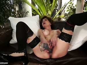 Brunette gal has some dirty fantasies to be