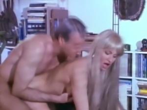 Gorgeous all natural blonde babe gives nice blowjob