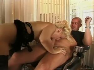 Wanton sweet blondie Marilynn pleasures her kinky man with solid rimjob and...