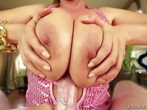 Gorgeous mature woman Kianna Dior knows how to give a titjob like wow
