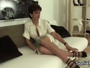 Unfaithful british milf lady sonia displays her massive boob