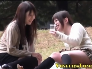 Asian slut pees outdoors