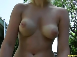 Blonde with trimmed cunt gets mouth