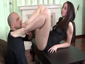 Kinky whore gives footjob
