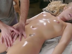 Hot nympho Bailey Brooke can't deny the attraction she has for her masseur