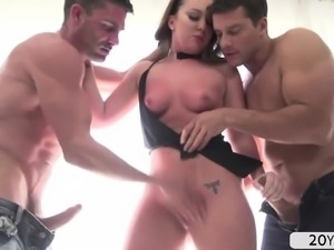 Bigtits Maddy in a double penetration hard fuck scene