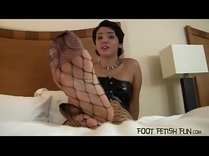 You will love worshiping my pretty feet