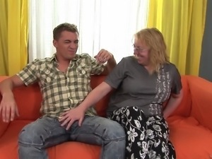 This chubby granny shows that she still knows how to ride a dick
