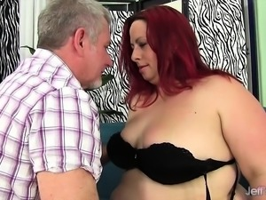 Cock hungry shemale slut sucks her fuck buddy's stiff cock