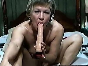 MILF Solo Bedroom Pussy Play