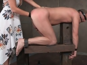 Kinky mistress London River brazenly fists her slave's butthole