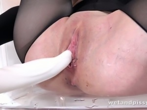Foxie T is masturbating with the passion needed for a good solo scene