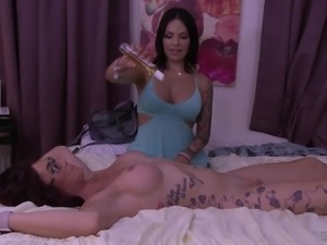 TS Foxxy cannot resist River Stark's erected love tool