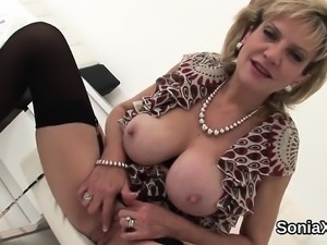Cheating british mature lady sonia pops out her heavy jugs95
