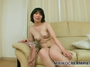 Oriental chick Yumi Akimoto loves what her naked body looks like