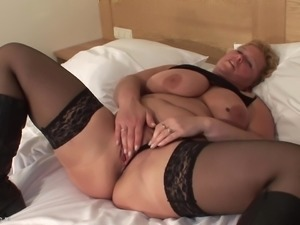Fat chick Corry knows how to make her pussy pulsate before a blowjob