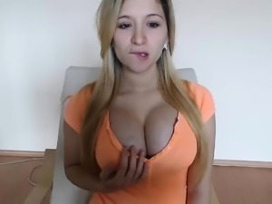 Amateur cam girl showing off her great looking nipples