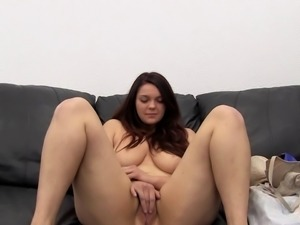 Curvy babe Mira takes off her dress for a sex session