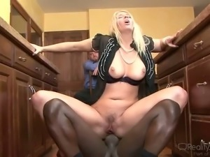Cuckold natural Blonde