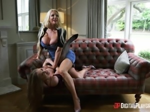 Curvy babe Nicolette Shea lets a fellow penetrate her pussy