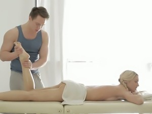 Catania needs a full body massage and she wants her masseur to finger her twat