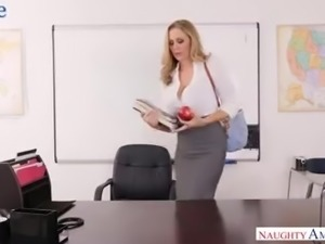 Strict auburn boss Julia Ann seduces office buddy to ride him on the table