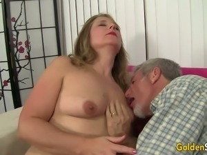 Plump ordinary looking harlot Catrina Costa gives man impressive blowjob
