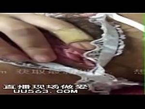 真实;高冷女神穿护士装拿道具自慰,手指都抠破了她的QQ...