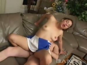 This cheerleader has a great juicy ass and she loves fucking on the couch