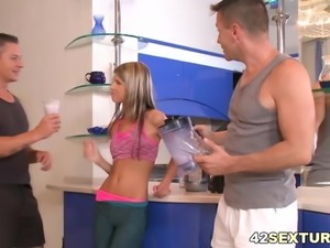Leggy babe Gina Gerson loves double penetration