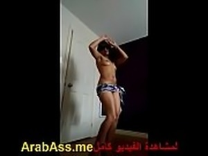 شرموطة مصرية ترقص لخليجي في الكام