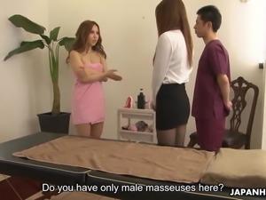 Massaging her then cumming in her wet pussy pie