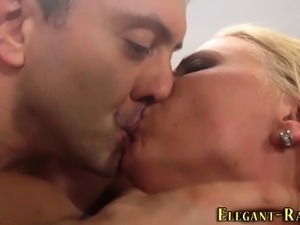 Glam slut gets anal fuck