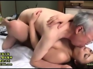 Young amateur cam girl from Thailand flashes her boobs