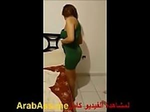 شرموطة مصرية ترقص لخليجي من أجل المال