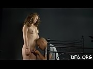 Mesmerized by her guy&rsquo_s pecker a virgin loses her innocence