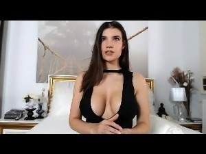 babe kittennischeeky flashing boobs on live webcam