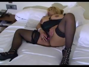Bbw latina con enorme figa si masturba