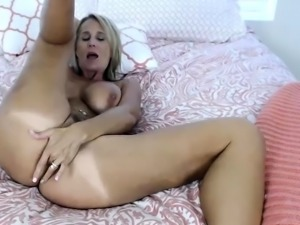 Hottest American Mom I Would Like To Fuck in Whole United St